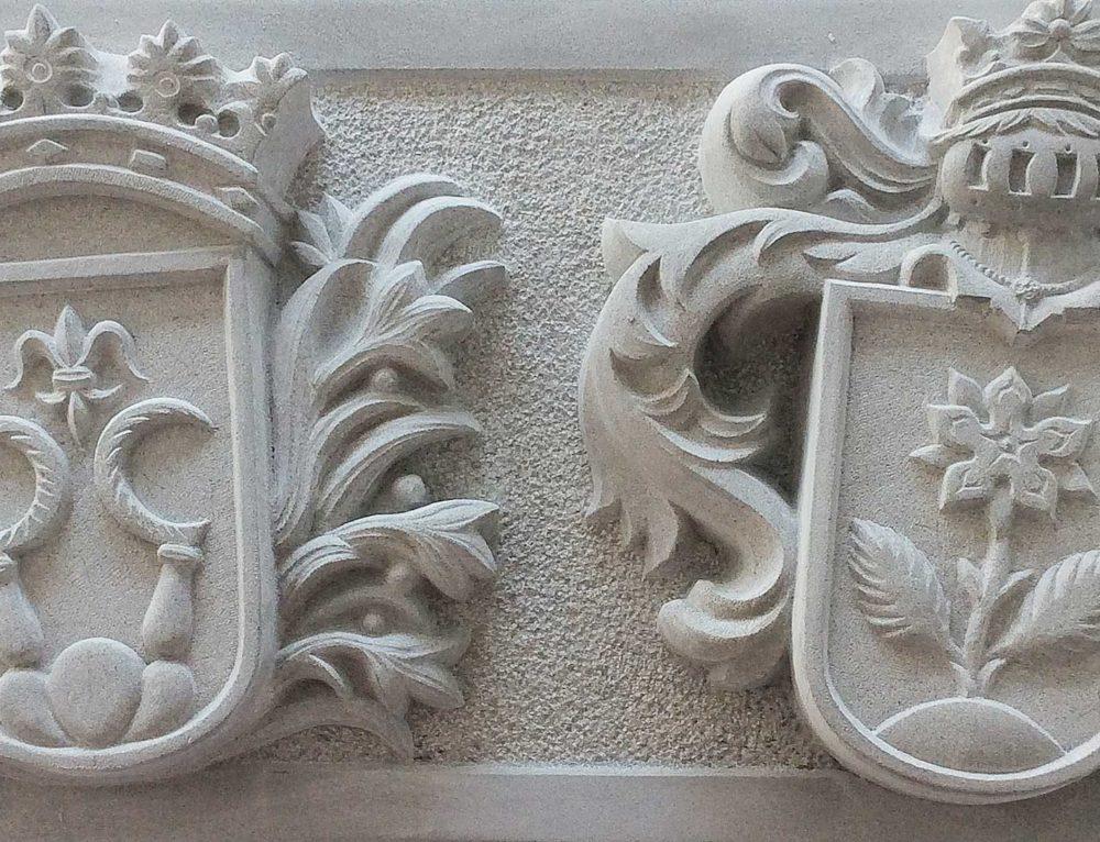 Wappenscheibe in Sandstein